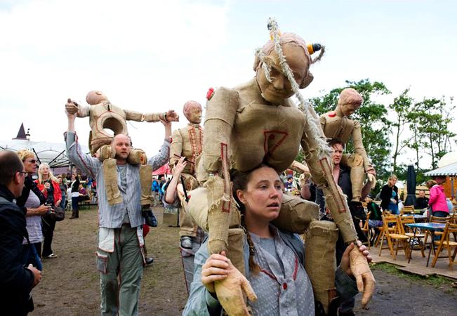 Imaginary Friends - Oerol Festival (2011). Photography by Geert Snoeijer.